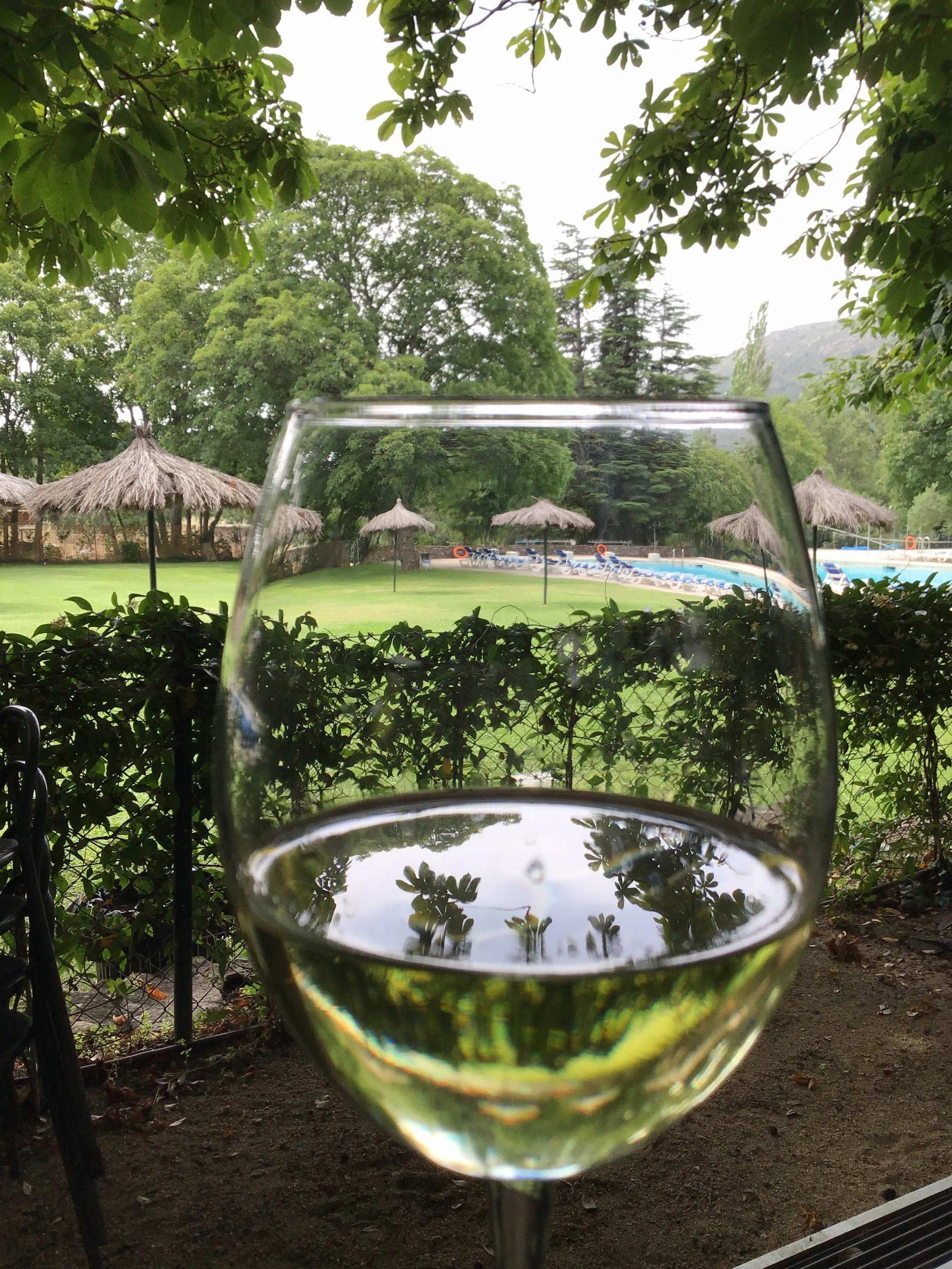 aperitivo y tapas en bar y terraza espacio herreria